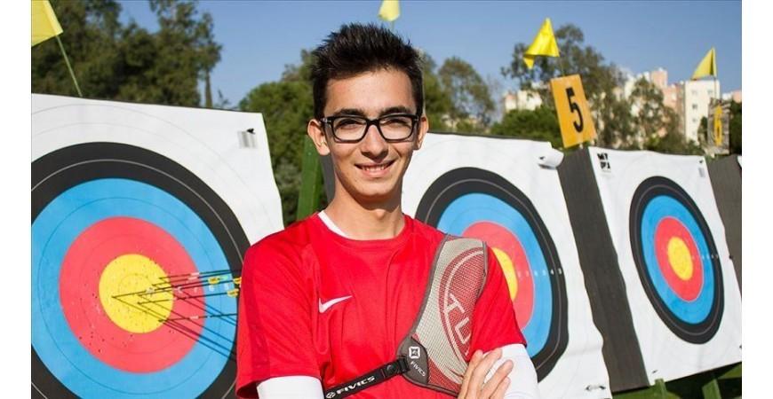 Mete Gazoz: 698 punti, record europeo tiro con l'arco